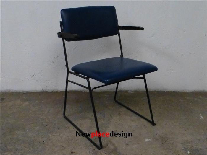 4 x Ernest Race Stacking Arm Chairs