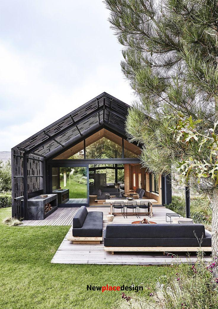 A Hotelier Realizes a Modern Barn for His Family's Retreat in South Africa